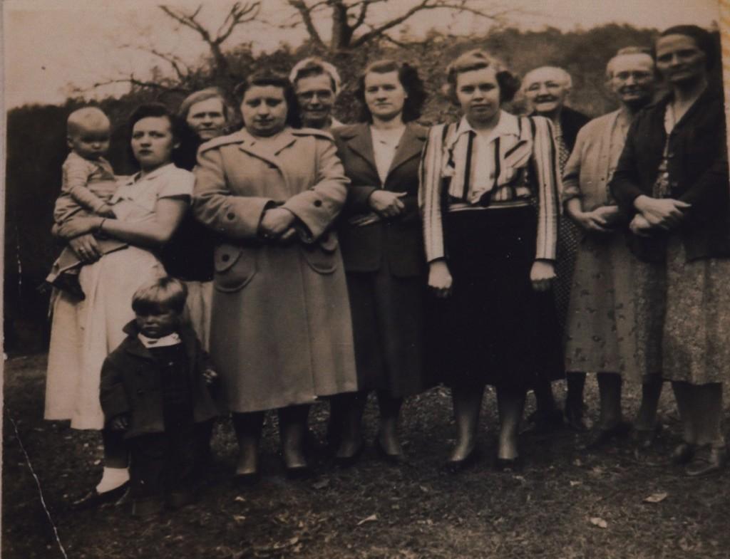 Brush Creek Homemakers Club. (L-R front) Bob Marr, Allen Marr Jr., Dorthy Marr, Ruth Douthit, Margie Blanton, Pansy Deal, Polly Welch, Jessie Burnette. (back row) Dess Marr, Essie Freeman, unknown