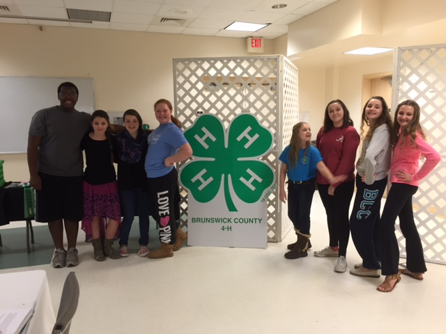 4-H Teen Council Achievement Banquet committee members prepping before the Banquet. Left to Right: Chris Gallup, Emily and Katlyn Toney, Bobbi Jane Lawrence, Mackenzie Snyder, Sadie Huntley, and Reagan and Reilly Dumproff