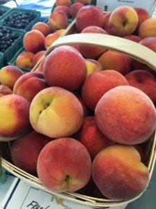 Peaches at farmers market